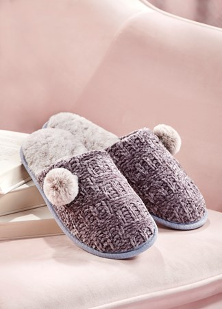ChenilleSoloPomSlippers2Asst
