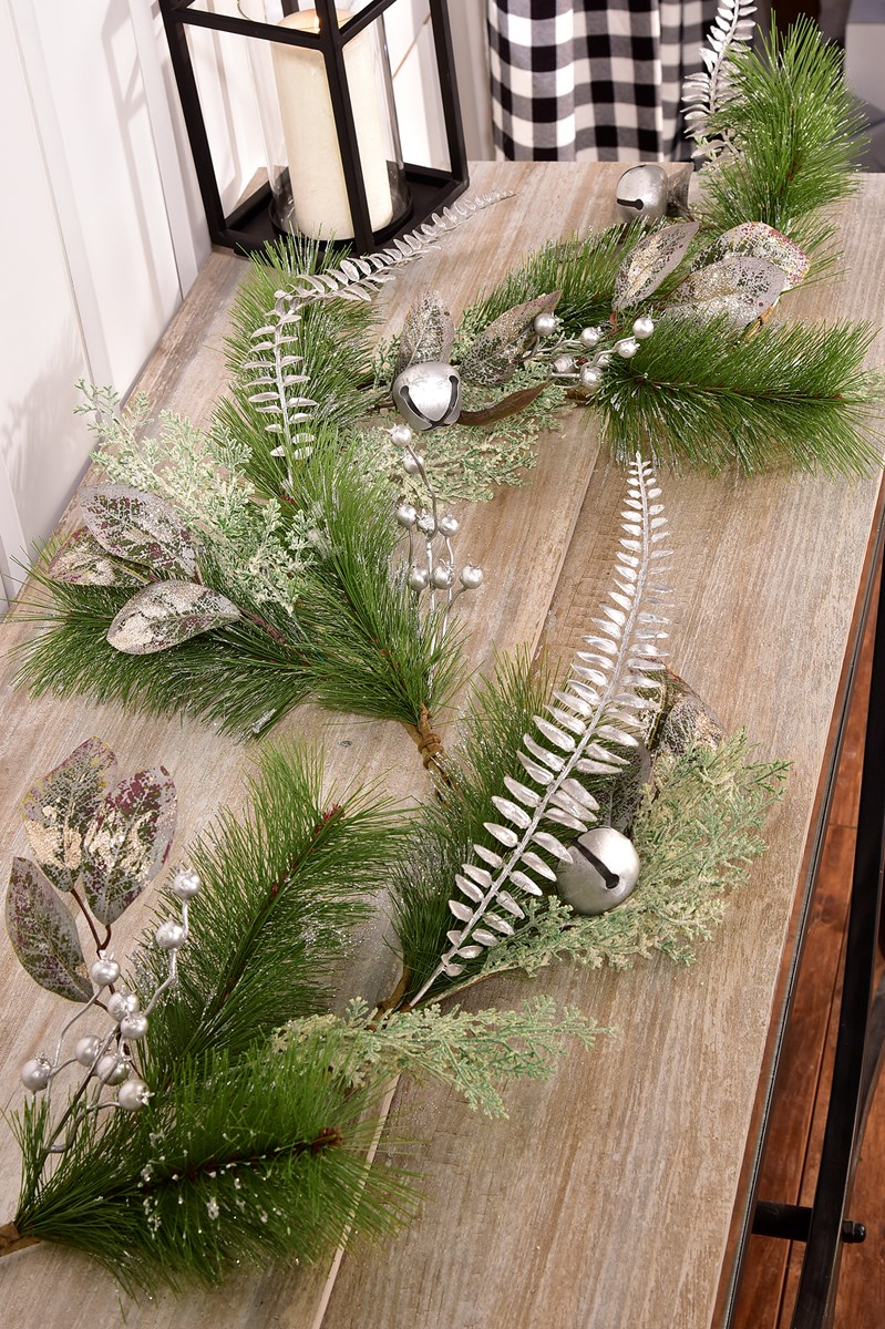 Silver Pinecone Design Christmas Garland