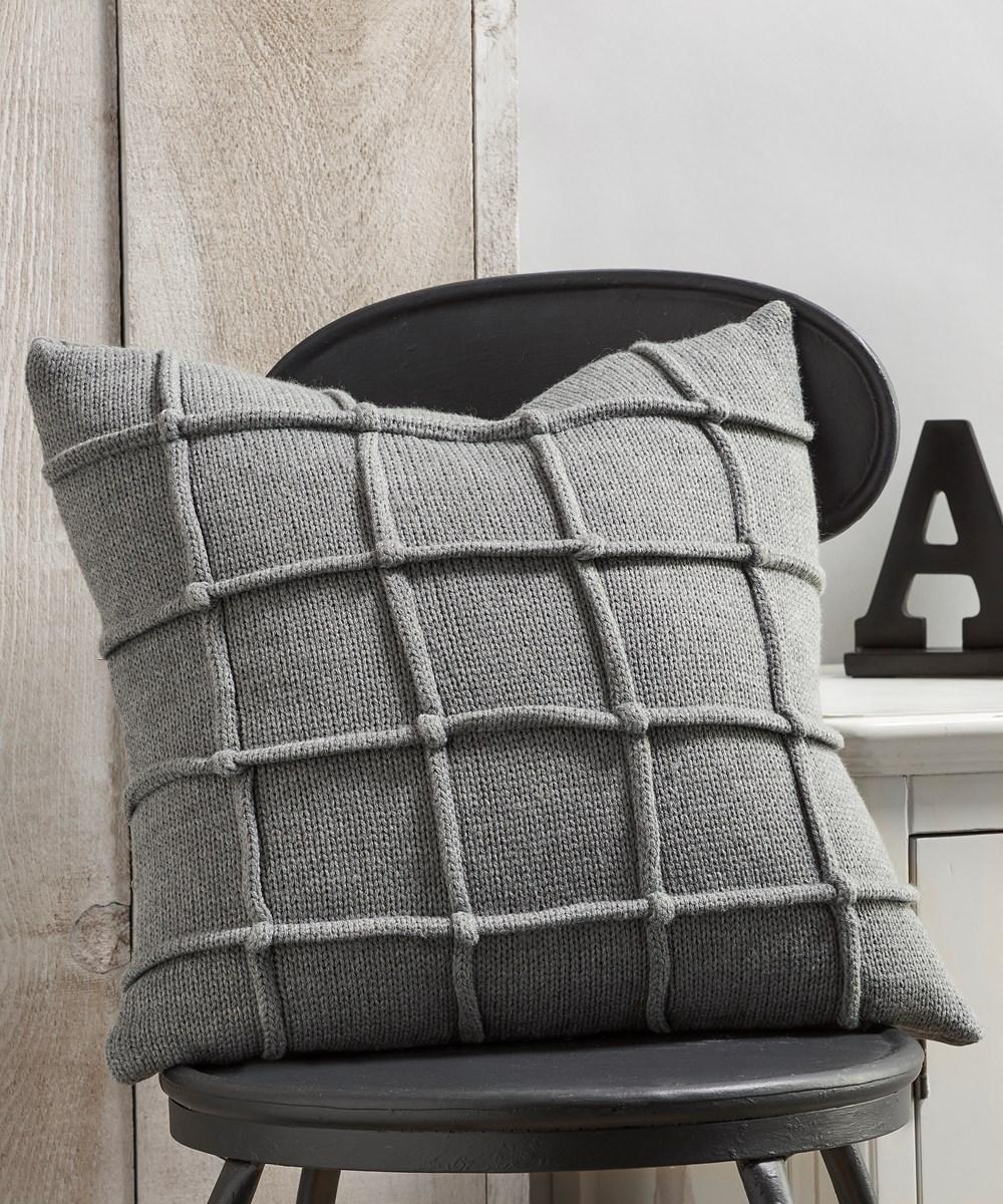 Pillow w/Raised Stripe Pattern